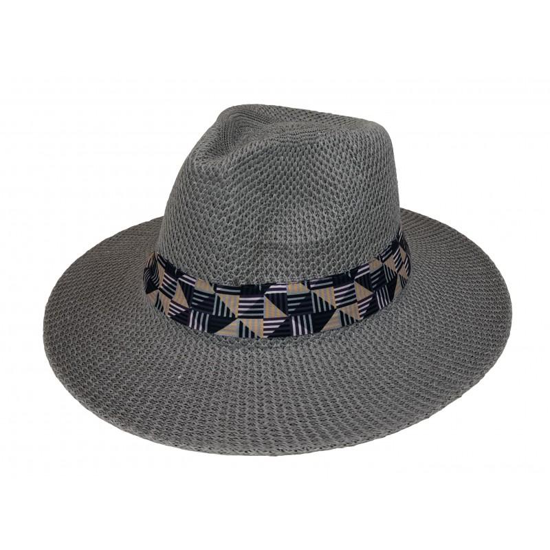 Chapeau synthétique coloré